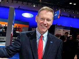 Šéf Fordu si loni vydělal 17,9 milionu dolarů
