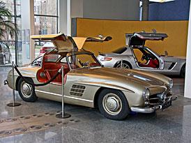 Mercedes-Benz SLS AMG a 300SL: Křídla se sešla na Chodově