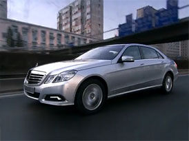 Video: Mercedes-Benz E 300 L – Prodloužený sedan se představuje
