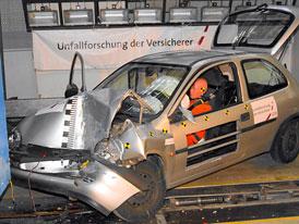 Crash testy s nestandardními figurínami: Malé řidičky v ohrožení
