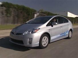Video: Toyota Prius Plug-in – Demonstrace dobíjení a jízda