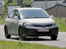 Spy Photos: nový Nissan Almera