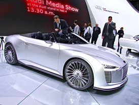 Audi e-tron Spyder: Sportovec s hybridním pohonem