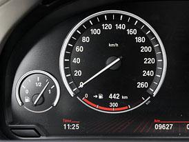 Milion aut v �R m� sto�en� tachometr, st��� se v pr�m�ru o 100 tis�c km