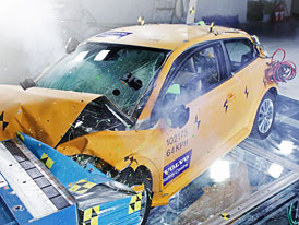 Volvo C30 Electric: Crash-test na autosalonu