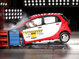 Mitsubishi i-MiEV: Crash-test elektromobilu (video)