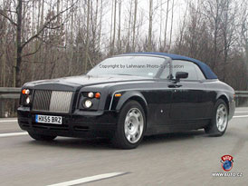 Spy photos: Rolls-Royce Phantom příjde o střechu