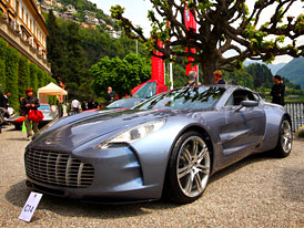 Prvn� Aston Martin One-77 p�ed�n z�kazn�kovi v Monaku
