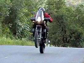 Test: KTM 950 Adventure: motorka pro dobrodruhy