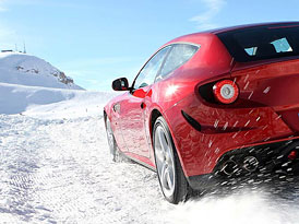 Ferrari FF: 4x4 patří do sněhu