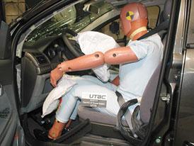 Listopadová nadílka crashtestů: 15 vozů