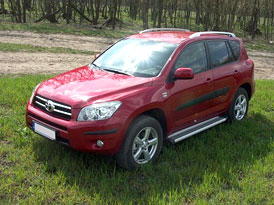 Toyota RAV4 na Moje.auto.cz: 3 recenze aktuální generace