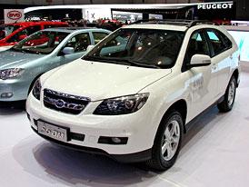 Autosalon v Šanghaji zatím velký rozmach elektromobilů nevěští