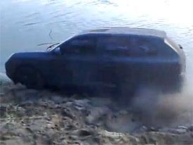 Co dokáže exploze pneumatiky, aneb Porsche Cayenne v ruském nasazení (video)