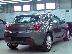 Opel Astra GTC: První foto na facebooku Opelu