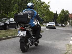 BMW chystá elektronického asistenta pro odbočování vlevo