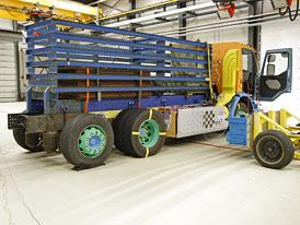 Volvo Trucks: Nárazový test hybridního nákladního vozu (video)
