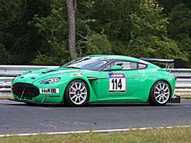 Aston Martin V12 Zagato má první závod za sebou