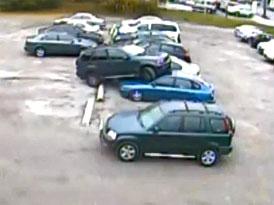 Průzkum: Polovina řidičů už někdy našla auto na parkovišti poškozené