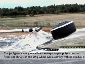 FIA: Crash test kolo vs. kokpit ve 225 km/h (video)