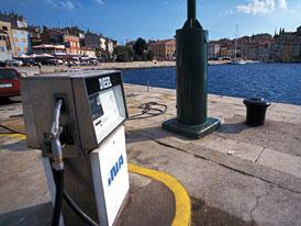 Autem do Chorvatska: Ceny benzinu a nafty na trase