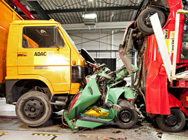 Crash-test ADAC: Kamion vs. auta v kolon� (video)
