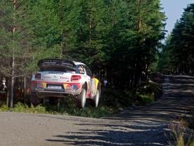 Finská Rally 2011 – Na úvod nejrychlejší Loeb, Hirvonen má potíže