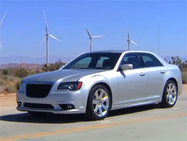 Video: Chrysler 300 SRT8 – S osmiválcem HEMI pod kapotou