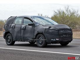 Spy Photos: Ford Kuga - Druh� generace za dve�mi