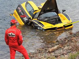 Ferrari Enzo v moři: Nedobrovolná koupel v Atlantském oceánu