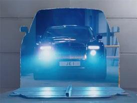 Rolls-Royce Phantom Coupé: Šestnáct válců pro Johnnyho Englishe (video)
