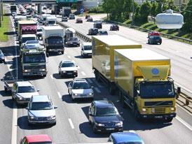 Rozpočet pro rok 2012: Více peněz pro D1, výstavba silnic zpomalí