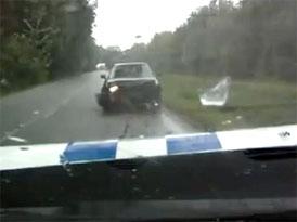 Video: Crash-test v 70 km/h - Dodge m�stsk� policie vs. auto v protism�ru