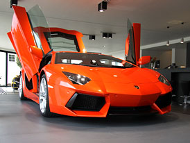 Lamborghini Aventador dorazil do �R (video)