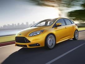 Ford svol�v� 140 000 Focus� kv�li st�ra��m