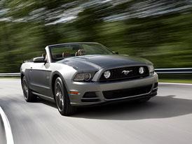Ford Mustang a Boss 302: Lehk� retu�e pro nov� modelov� rok (video)