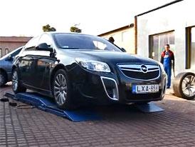 Opel Insignia OPC: Maďarský test 270 km/h na parkovišti