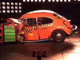 Historie crash-test�: Volkswagen Brouk vs. Golf II (video)