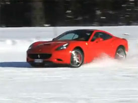 Video: Ferrari California na sněhu