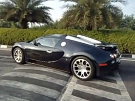 Bugatti Veyron vs. příčný práh (video)