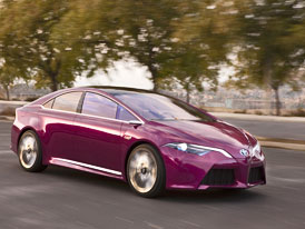 Toyota NS4 Plug-in Hybrid Concept: Hra na city (video)