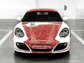 Porsche a Facebook: Cayman S s fotkami dvou milionů fanoušků