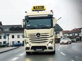 Video: Taha� Mercedes-Benz Actros v roli tax�ku
