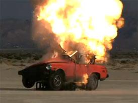 Video: Výbuch auta zachycený rychloběžnou kamerou