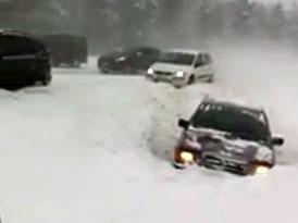 Finsko: hromadná nehoda 200 vozů (video)