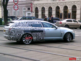 Jaguar XF Sportbrake: Maskovan� kombi p�isti�eno v Praze!