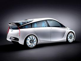 Ženeva živě: Toyota FT-Bh neváží ani 800 kg (video)