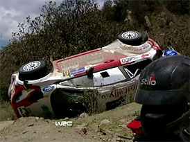Jak to vypadá při kotrmelcích ve Fordu Fiesta RS WRC (video)