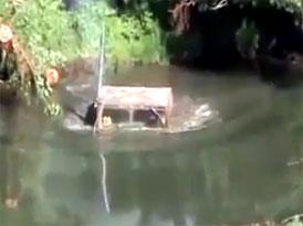 Brodící videoseriál (16. díl) – Hummer pod vodou