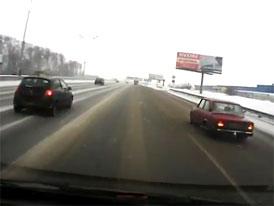 Video: Jak se p�edj�d� na rusk� d�lnici